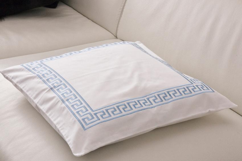 Dekorační polštářek Greek Key - Bílý